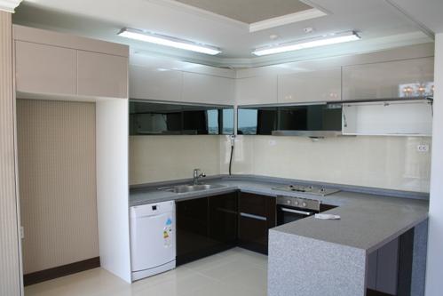 кухня с отделкой